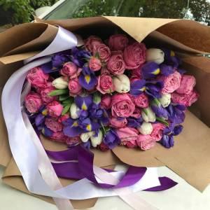 Сборный букет с тюльпанами, ирисами и розами R1243