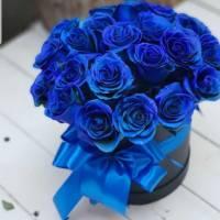 Шляпная коробка 15 синих роз с оформлением R187
