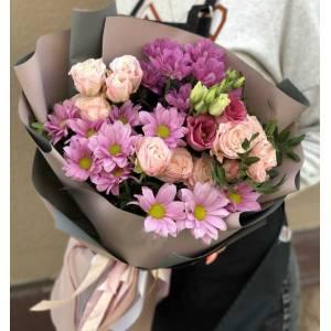 Сборный букет кустовые розы и хризантемы R1126