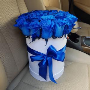 19 синих роз в высокой шляпной коробке R549