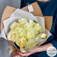 Букет 11 крупных белых роз R421